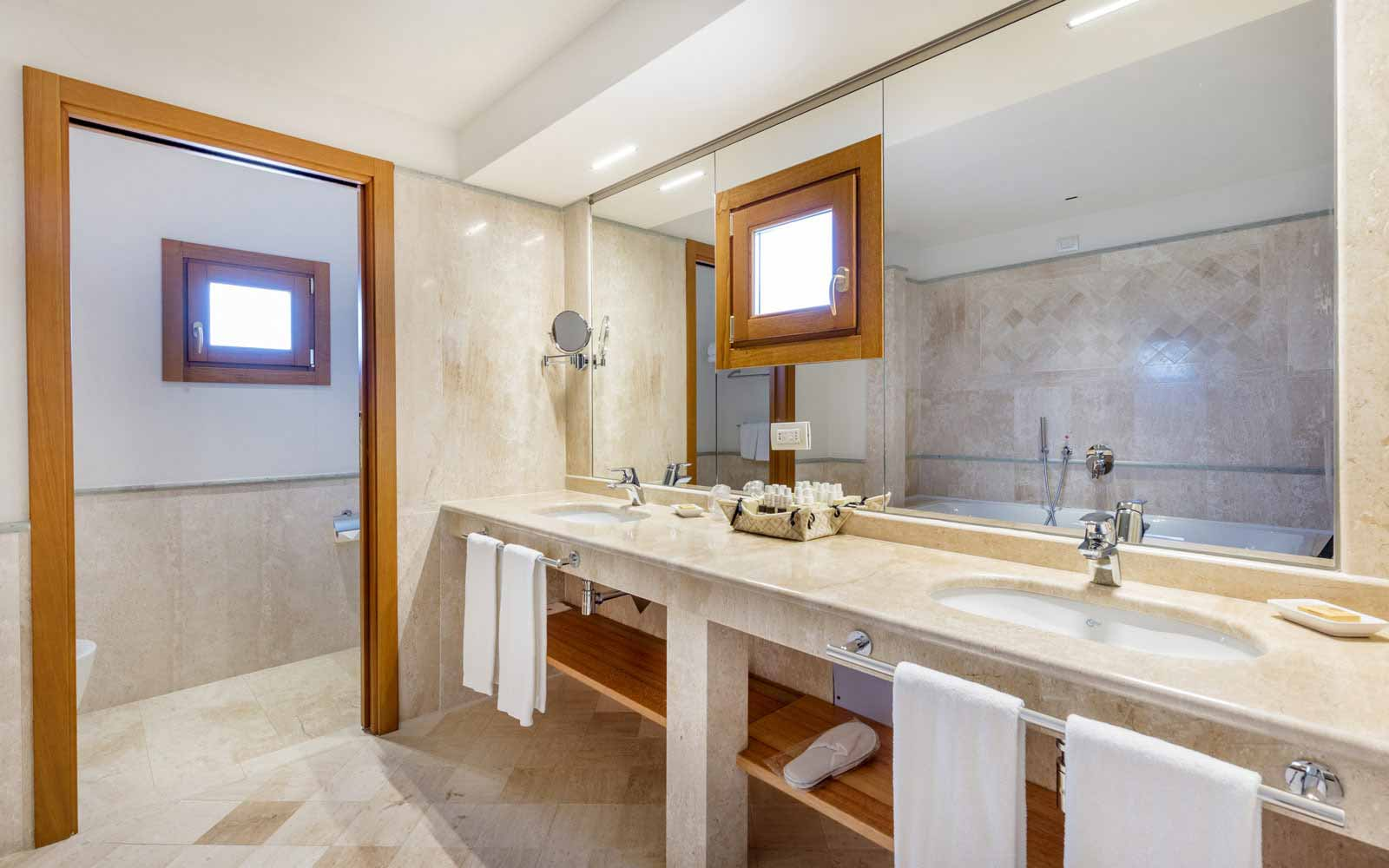 Bathroom at Hotel Marana