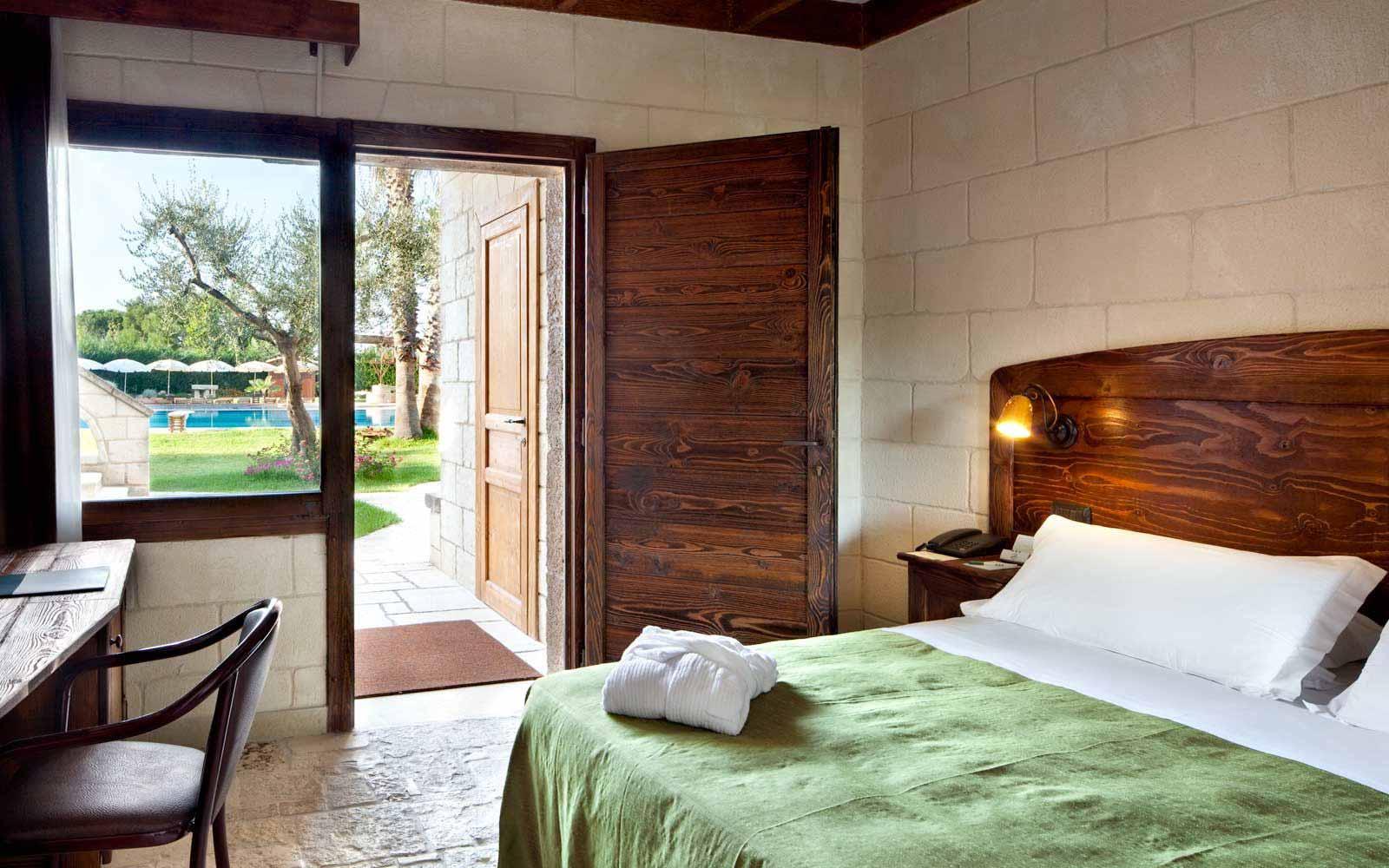 Comfort room at UNA Hotel Regina