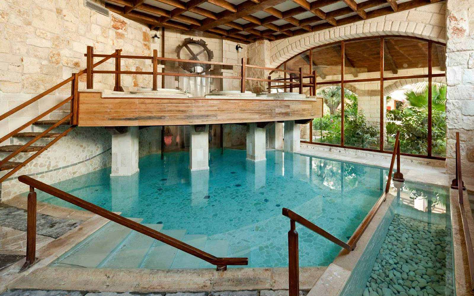 Indoor thermal pool at UNA Hotel Regina