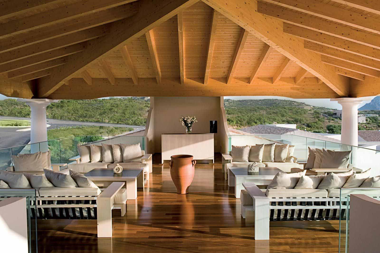 Welcome lounge at Grande Baia Resort & Spa