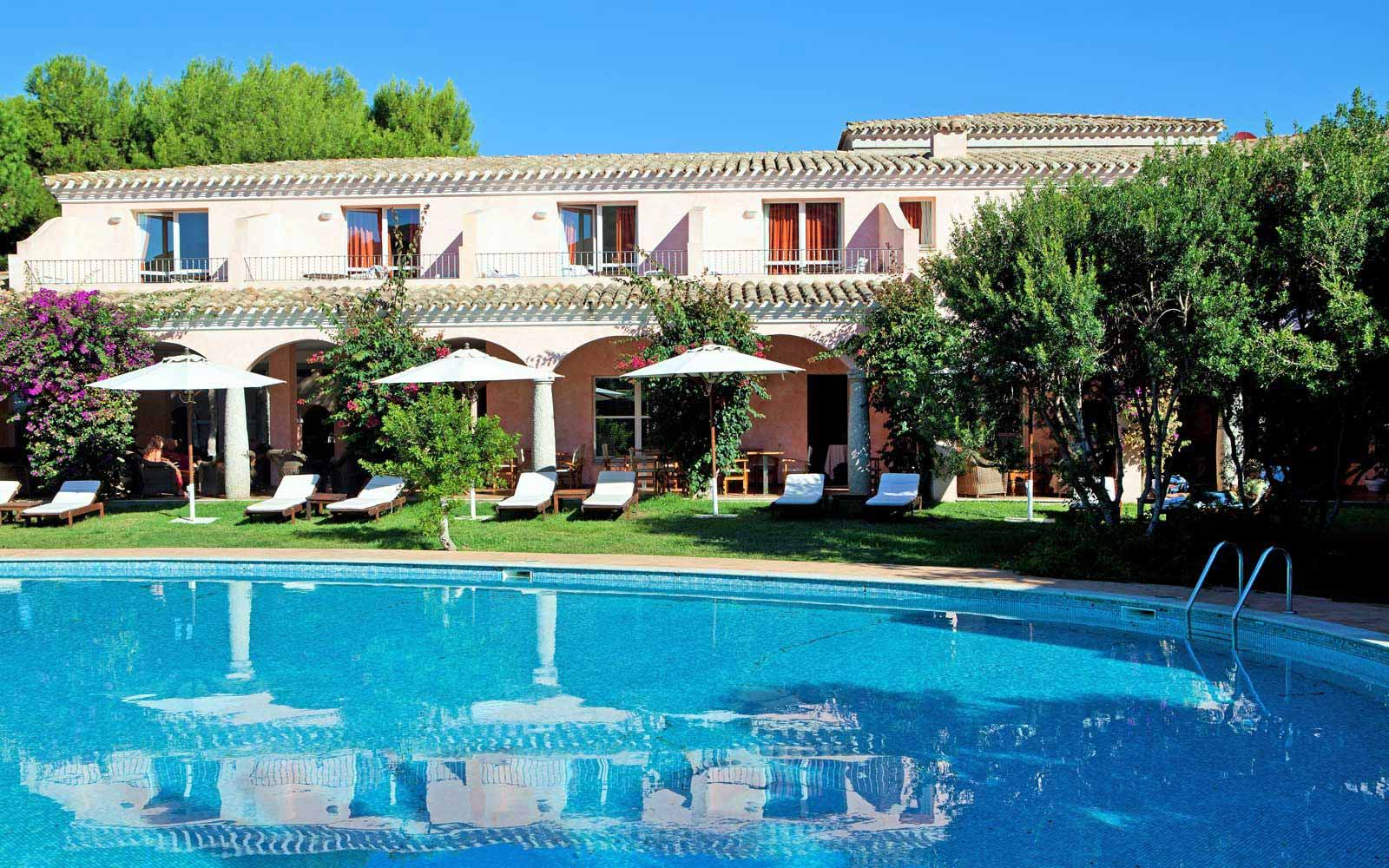 Swimming pool at Hotel Cala Caterina