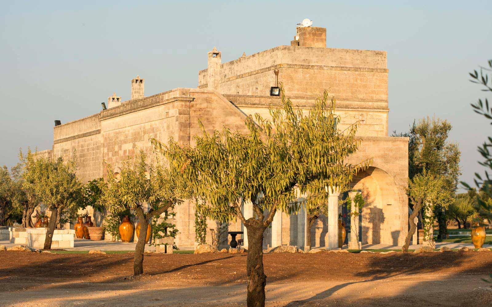 External view of La Residenza of Masseria Pettolecchia