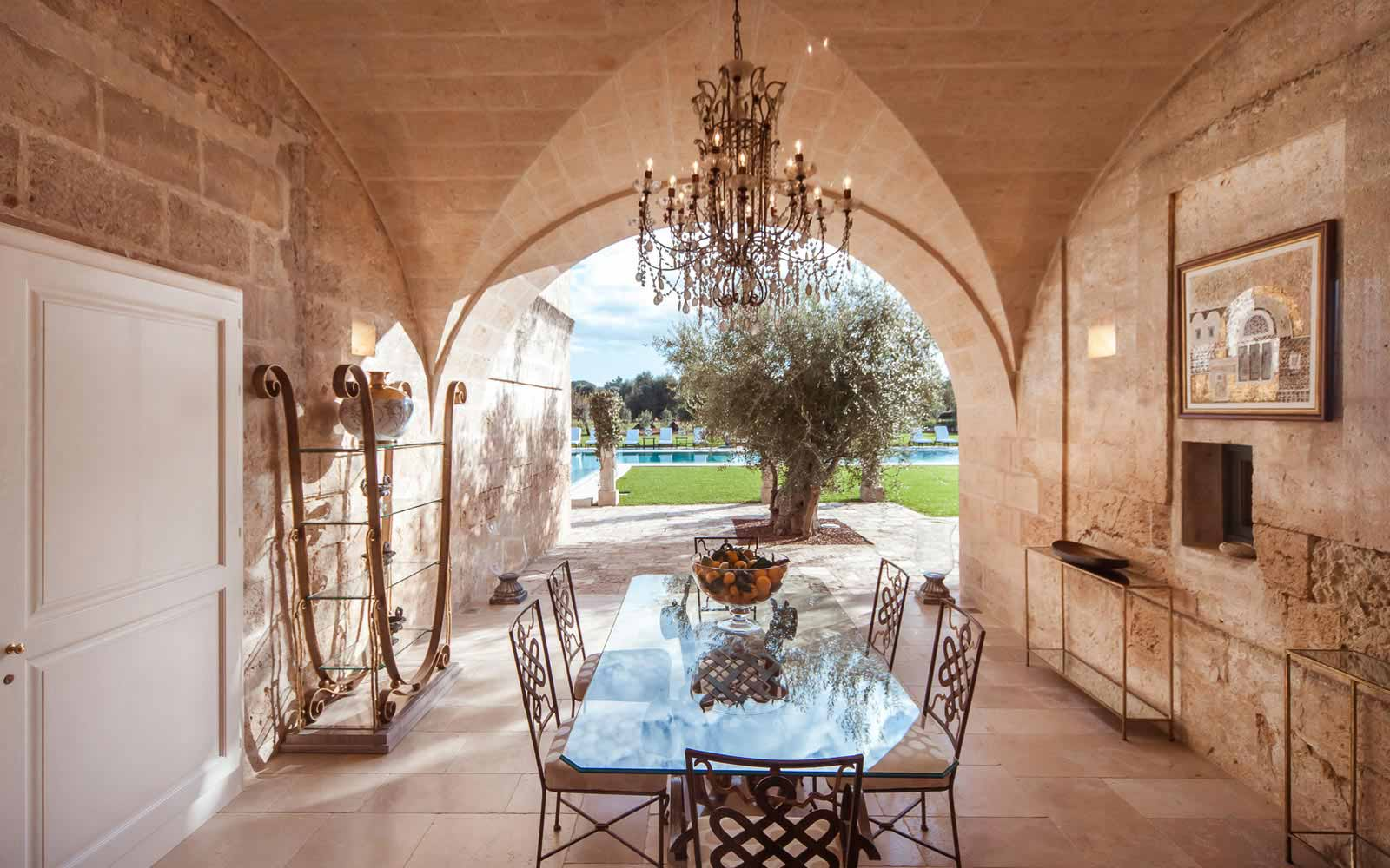 External living area at La Residenza of Masseria Pettolecchia