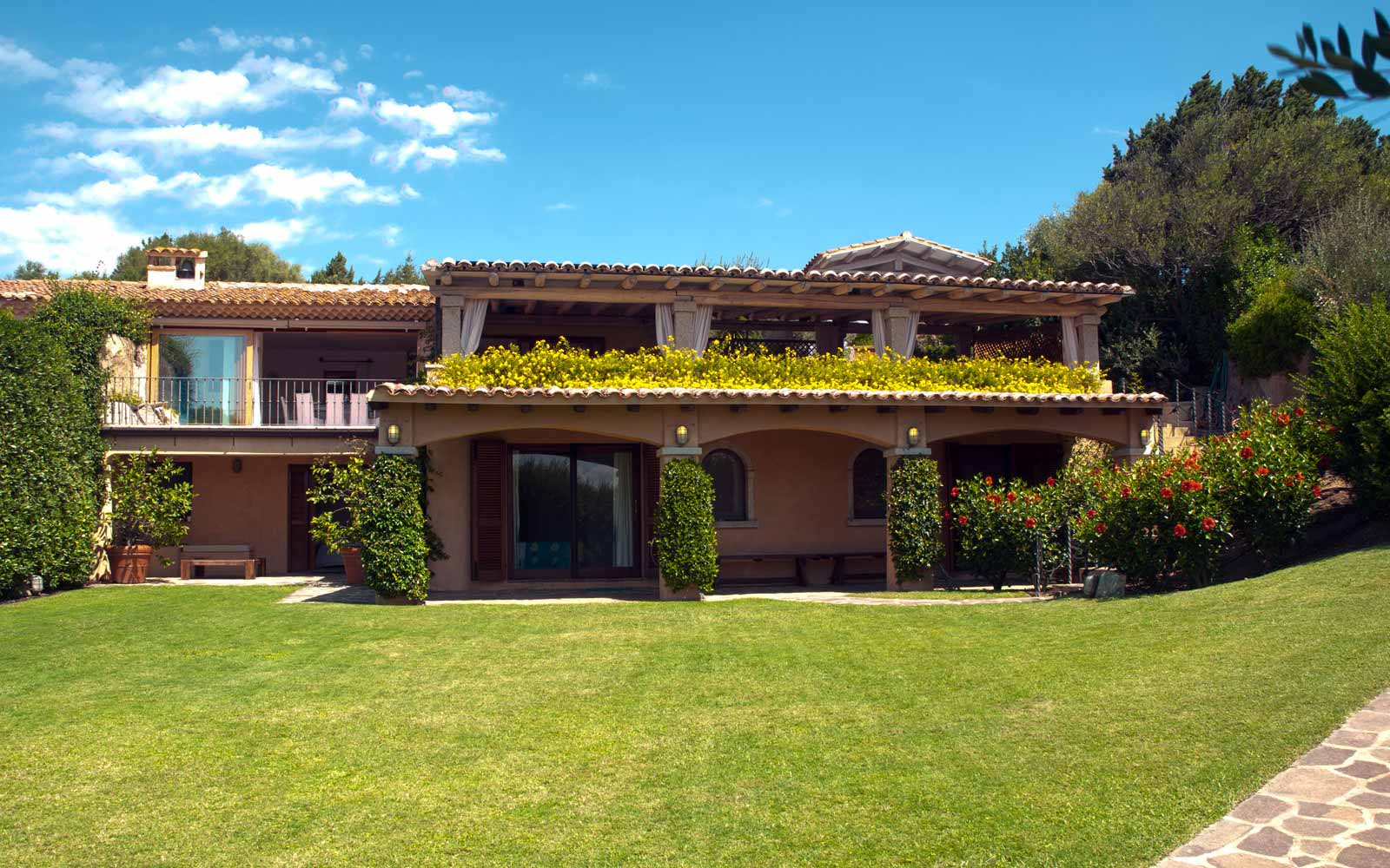 Front view of Villa Pedrabianca