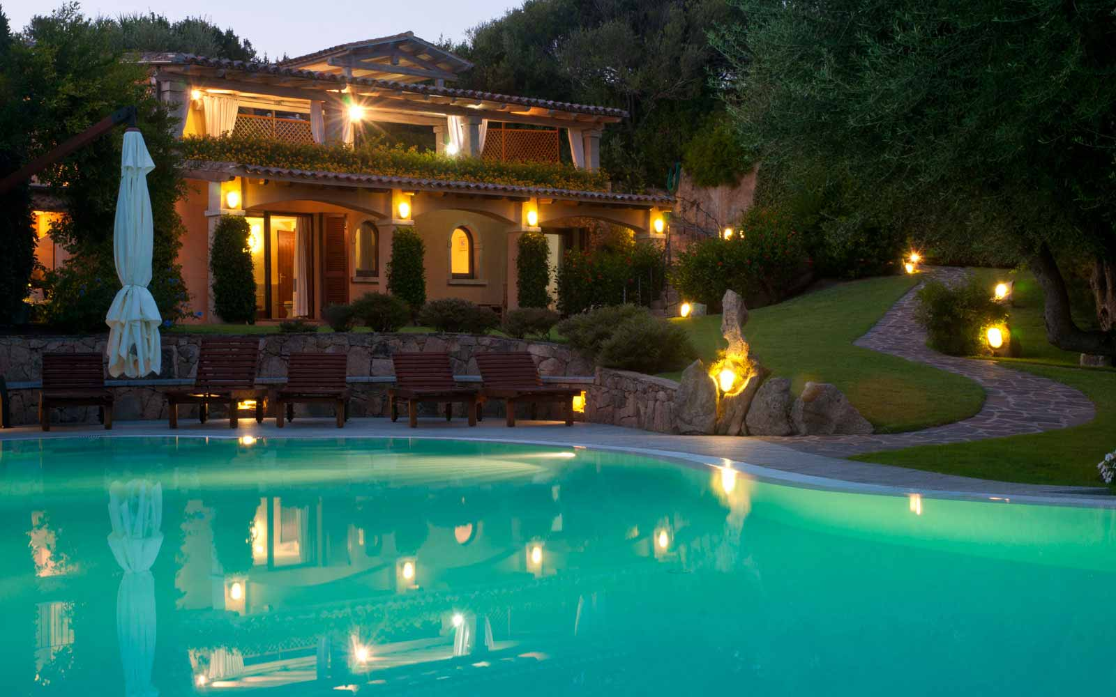 Night-time view of Villa Pedrabianca