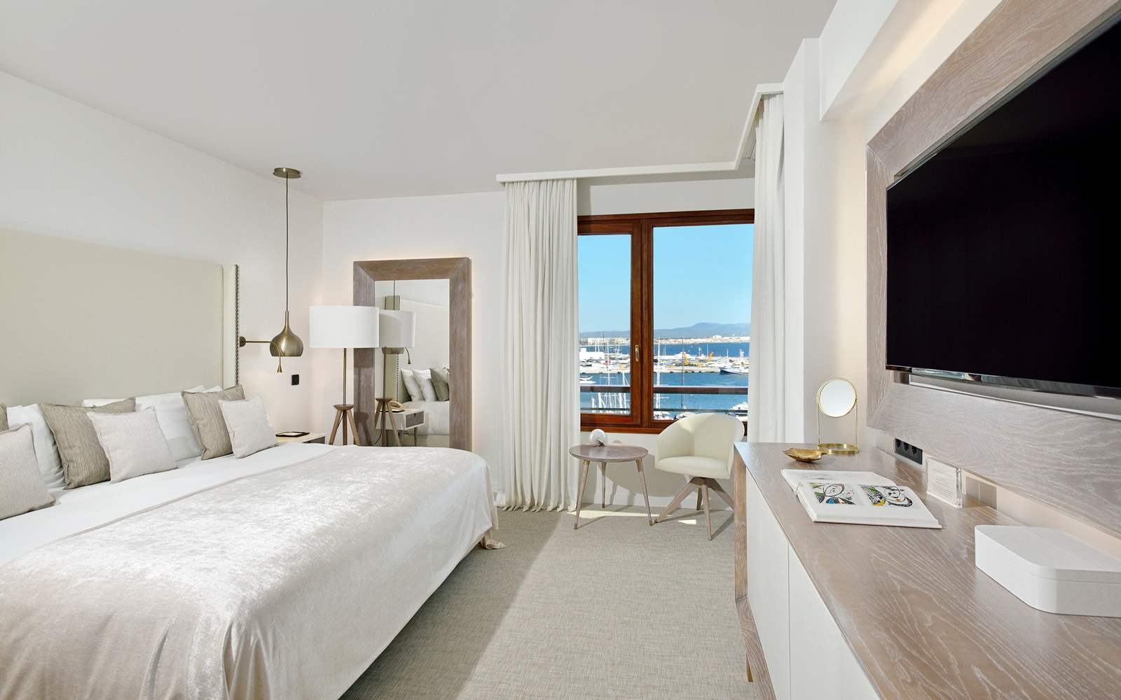 Gran Melia Victoria Red Level Sea View Family Suite