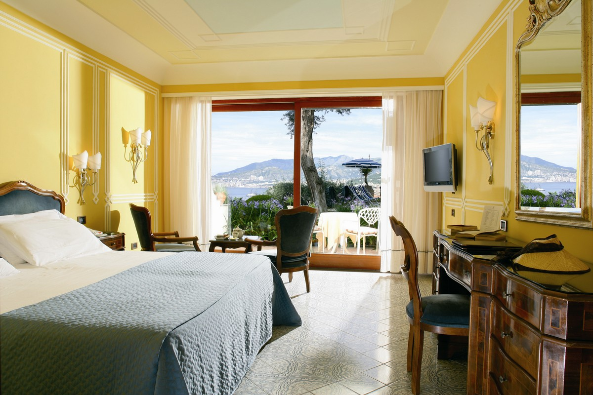 Double Room with Partial Sea View at Grand Hotel Capodimonte