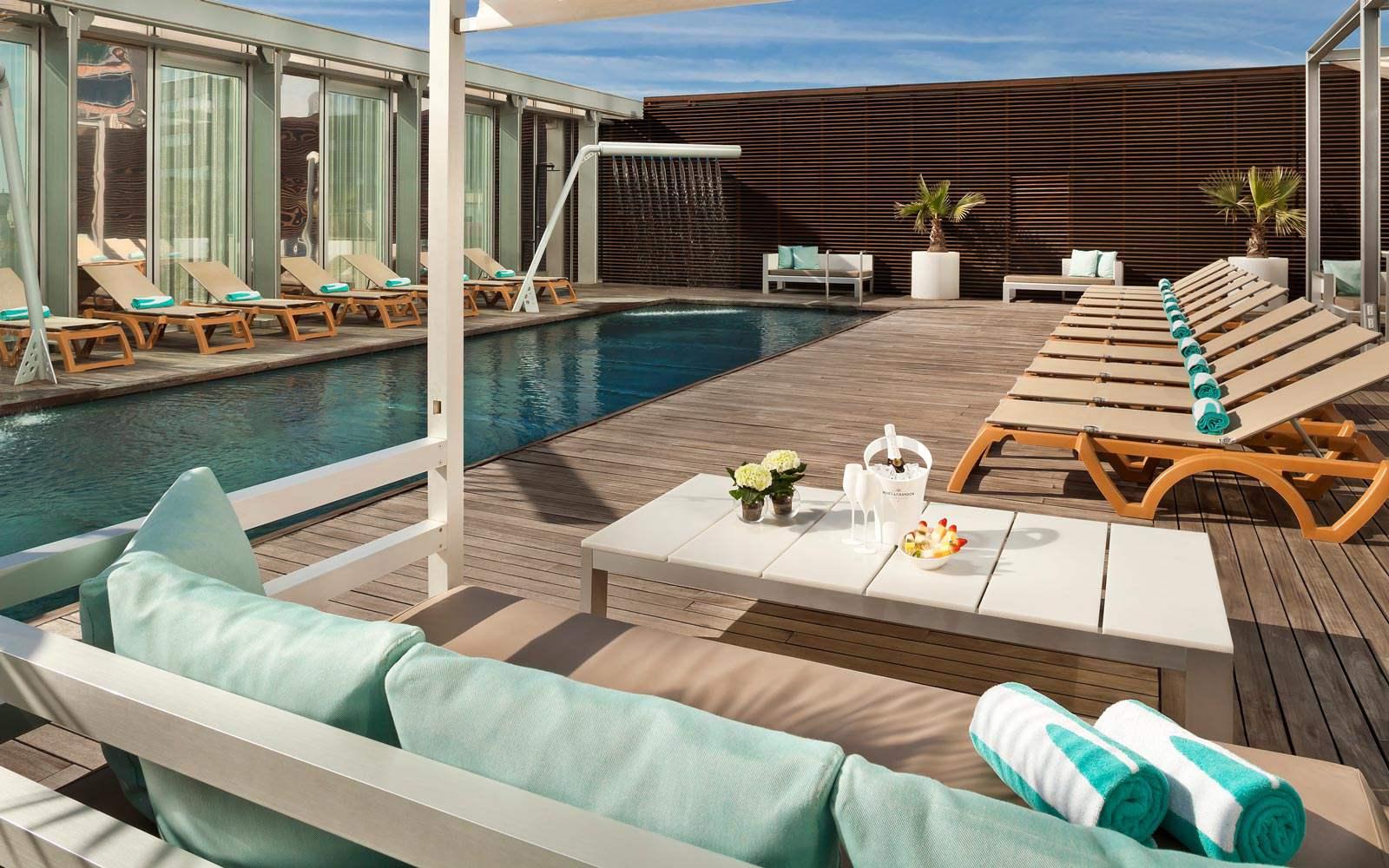 Melia Sky Barcelona - Pool
