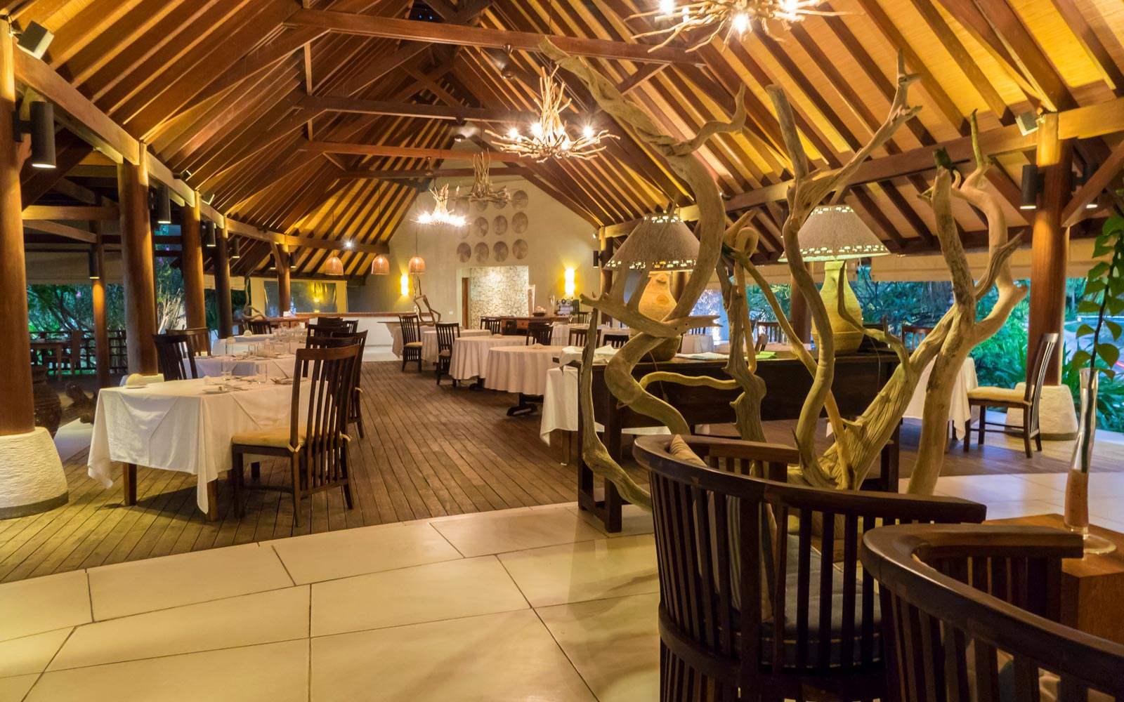 Denis Private Island - restaurant