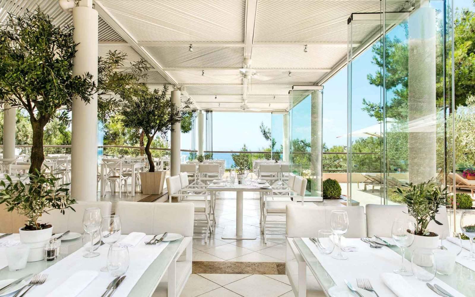 Ikos Oceania - Ouzo restaurant