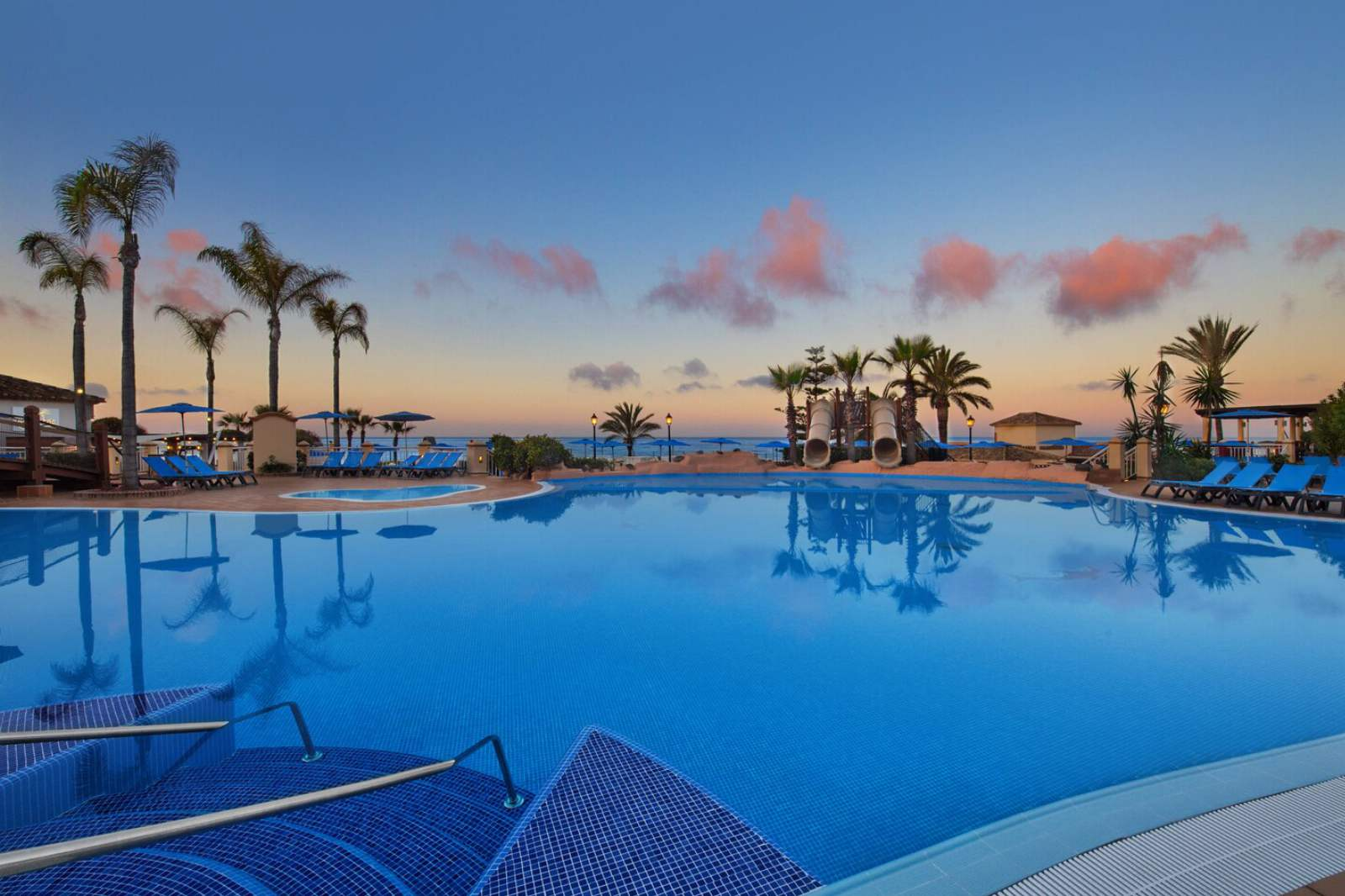 Marriott's Marbella Beach Resort - Outdoor Swimming Pool