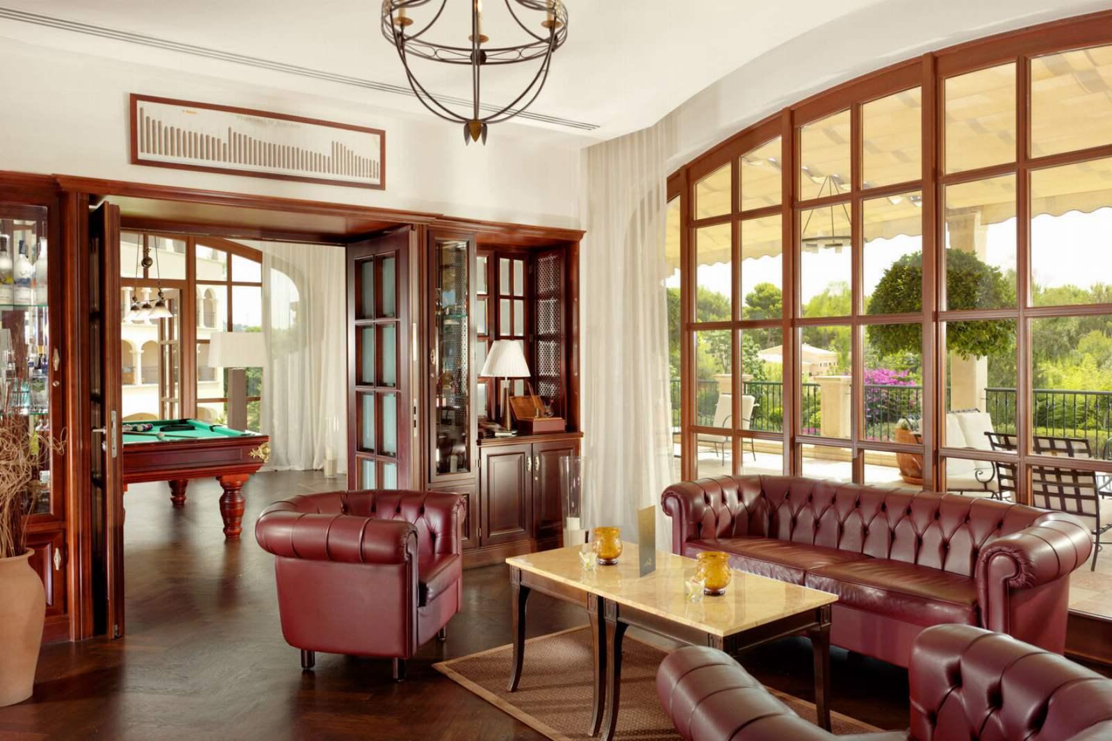 St. Regis Mardavall Resort - Churchill Lounge