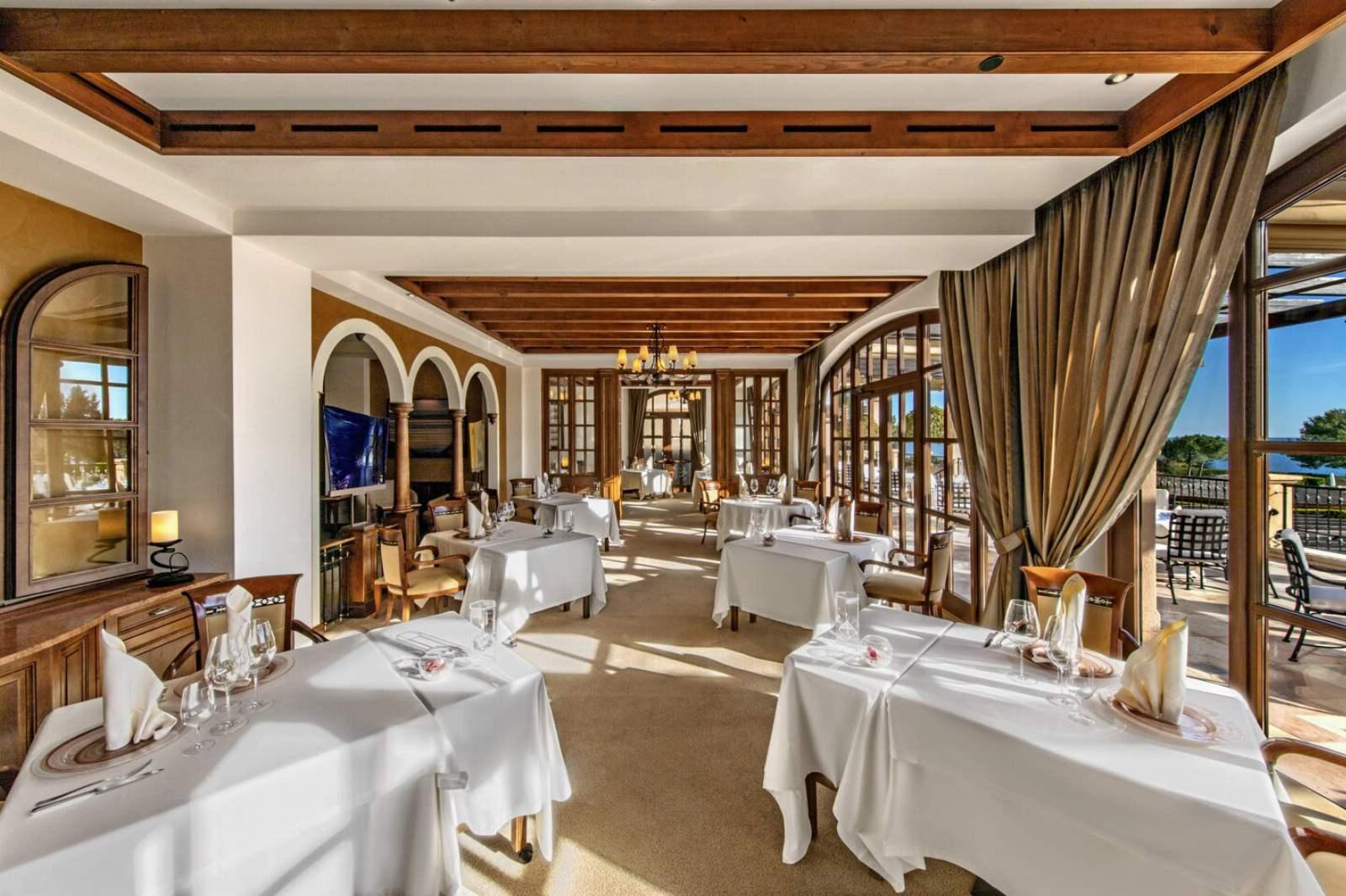 St. Regis Mardavall Resort - Restaurant Es Fum
