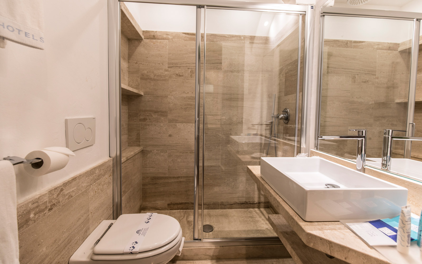 Superior Room Bathroom - Club Hotel