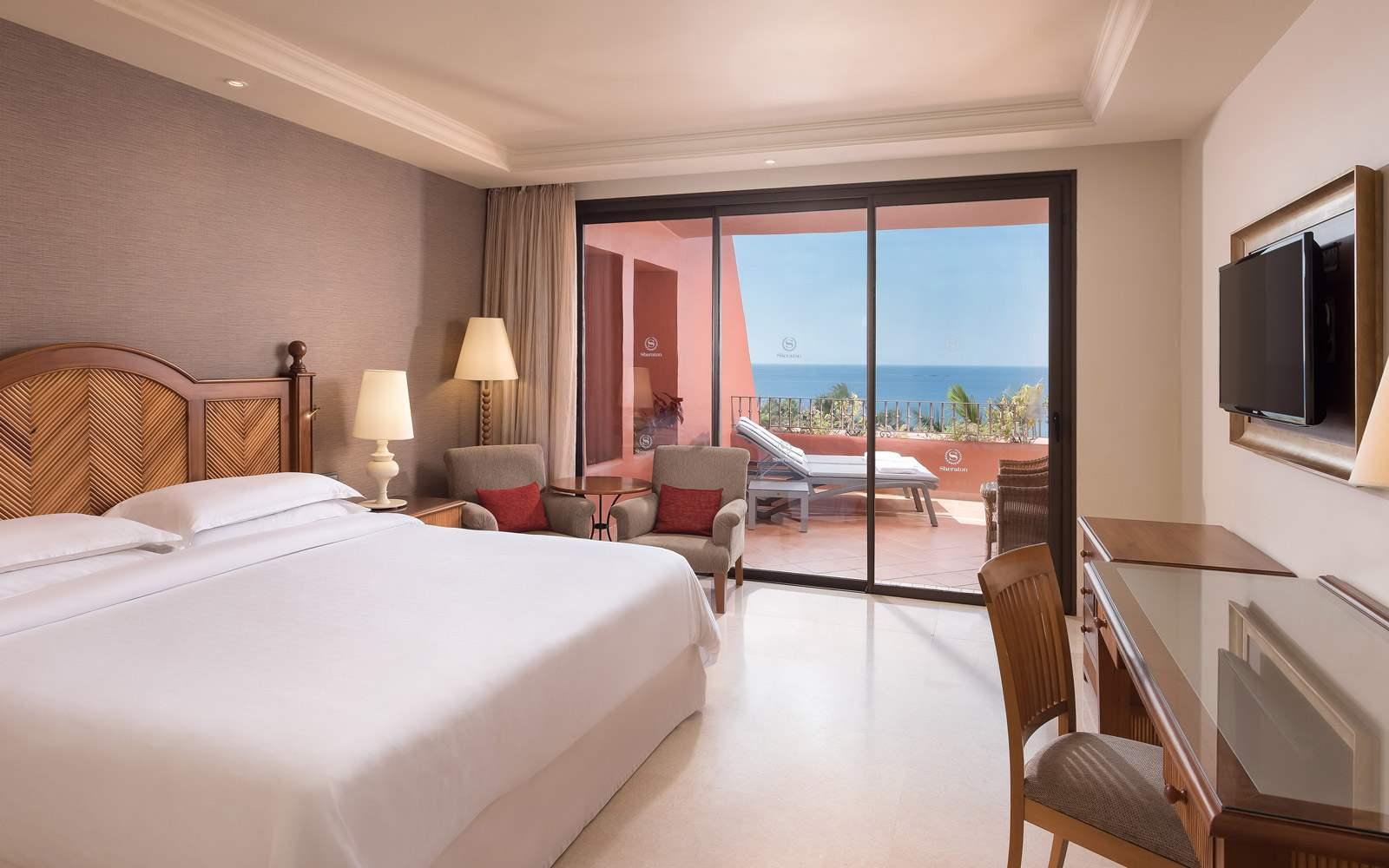 Sheraton La Caleta Resort & Spa - King Club Terrace Guest Room