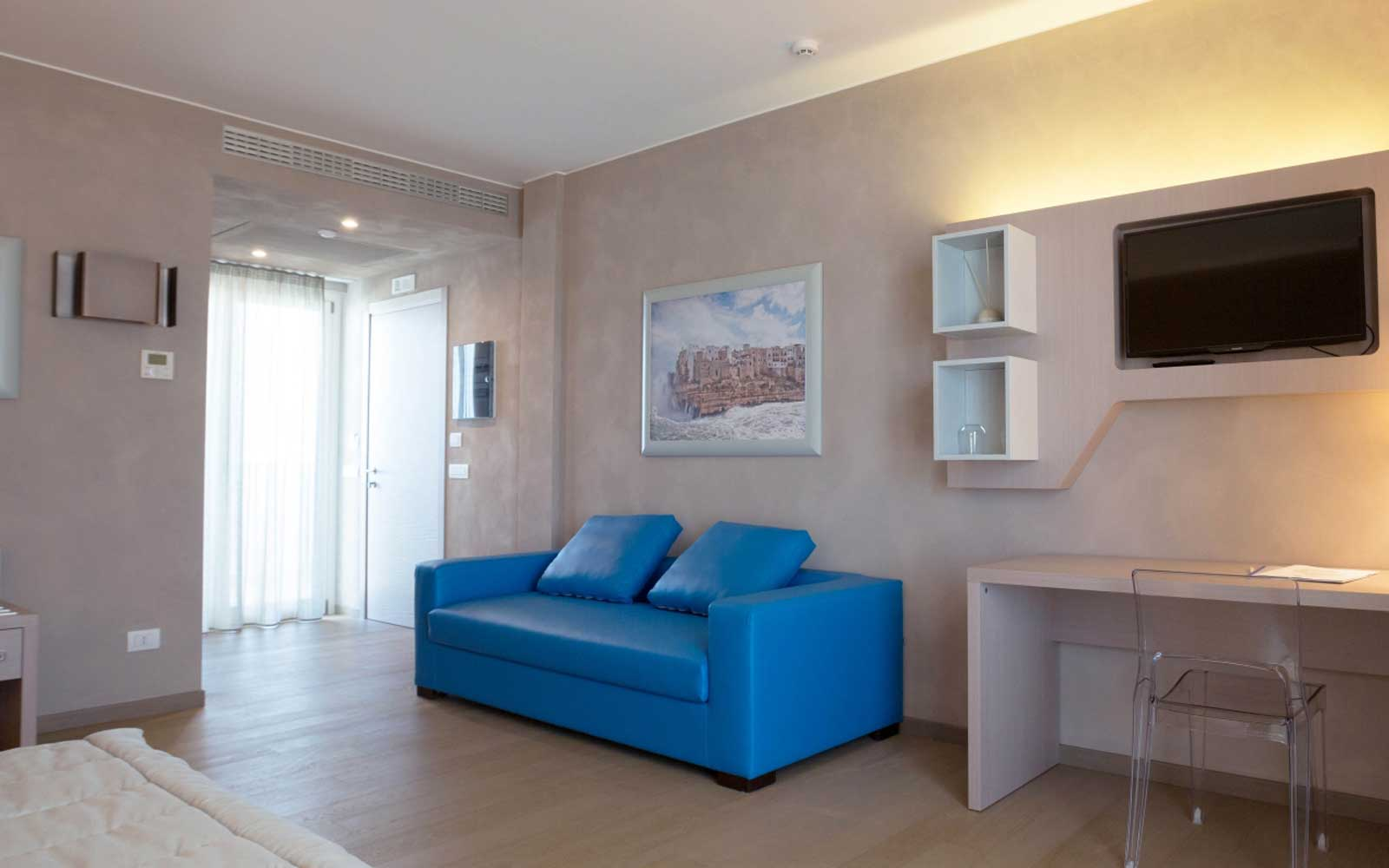Lounge Area in Junior Suite at Cala Ponte Hotel
