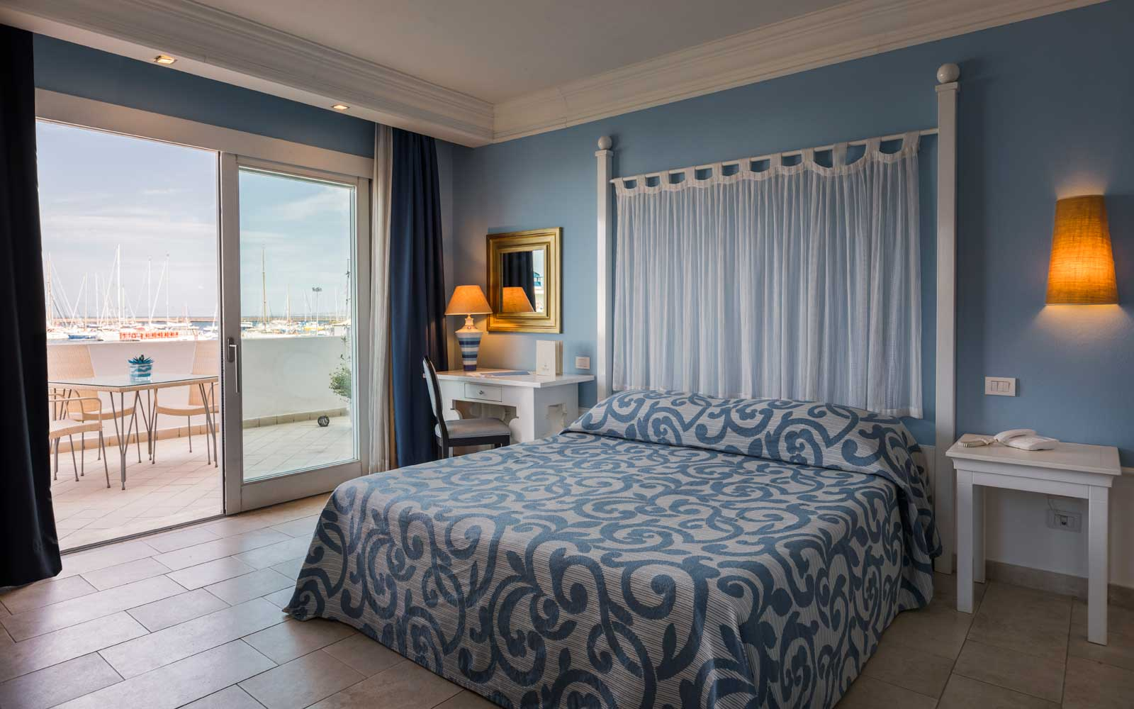 Deluxe Room with Sea View at Hotel Riviera