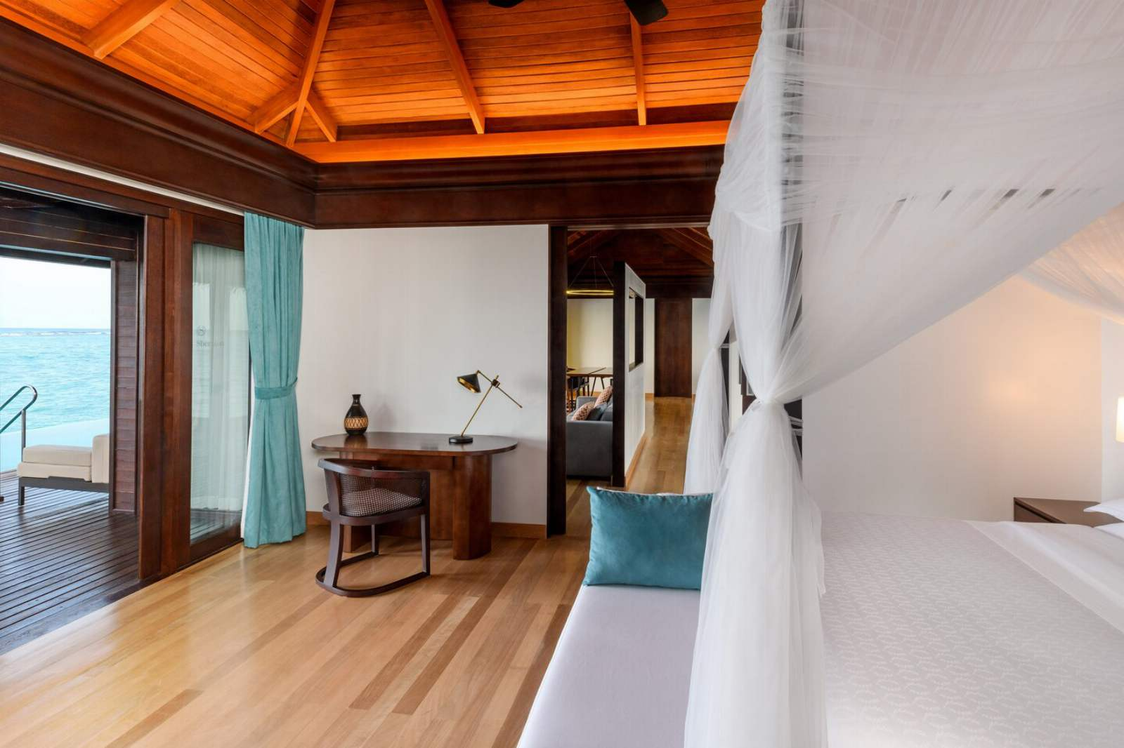 Sheraton Maldives Full Moon Resort & Spa Water Suite