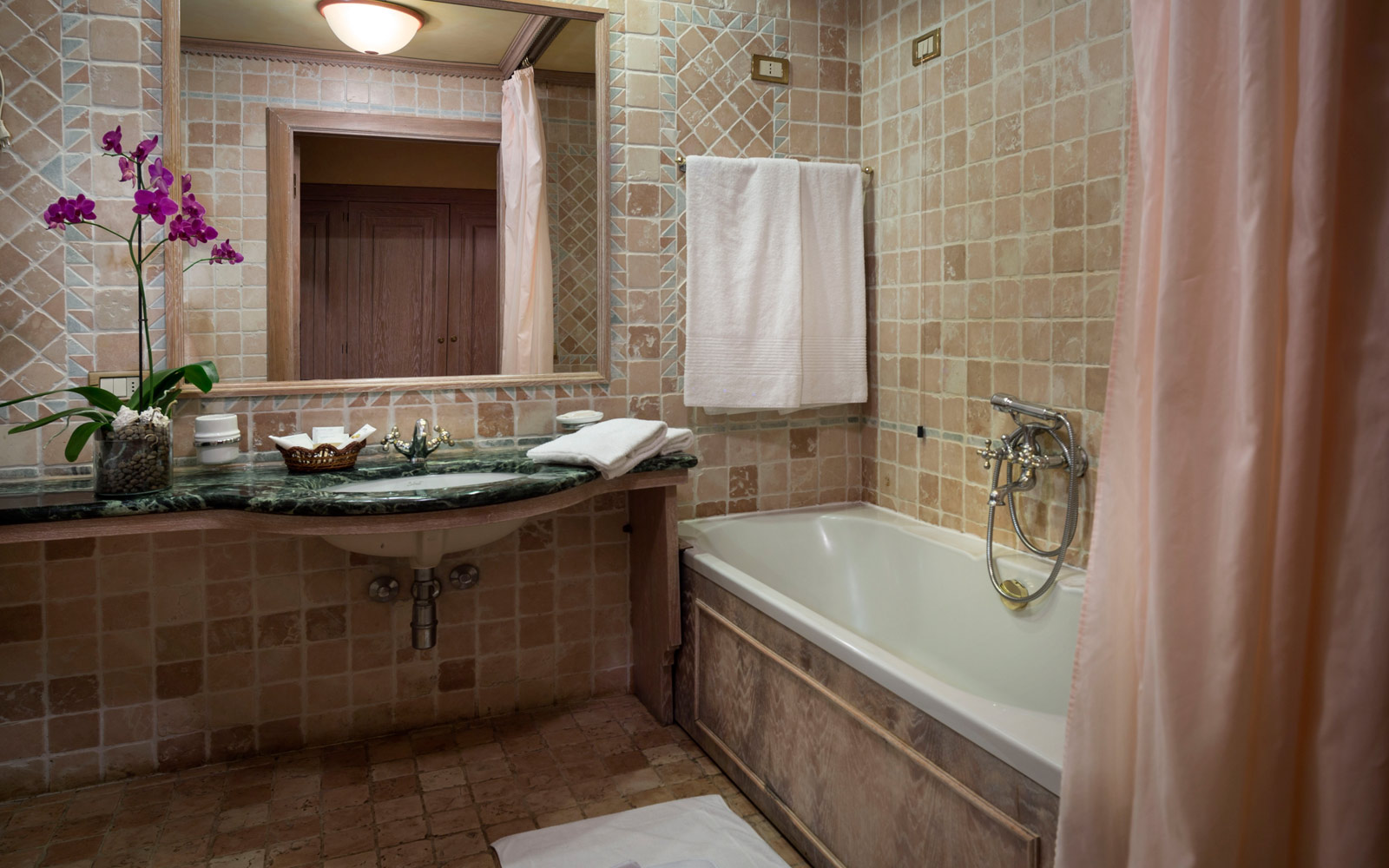 Bathroom Deluxe at Le Palme