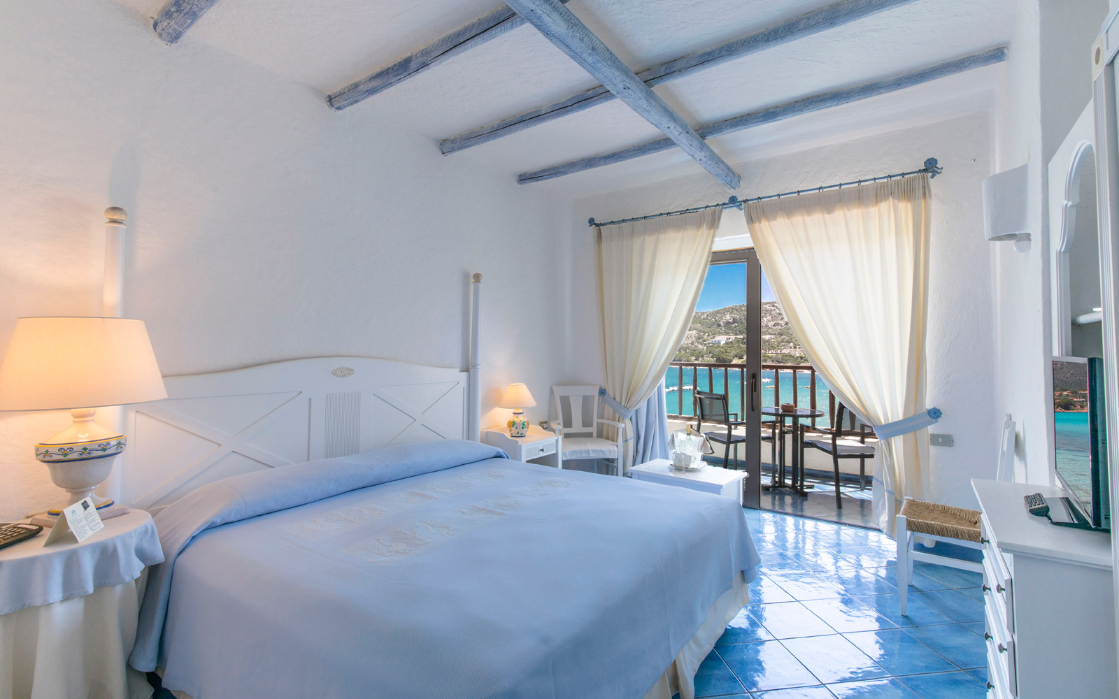 Room 224 - Club Hotel
