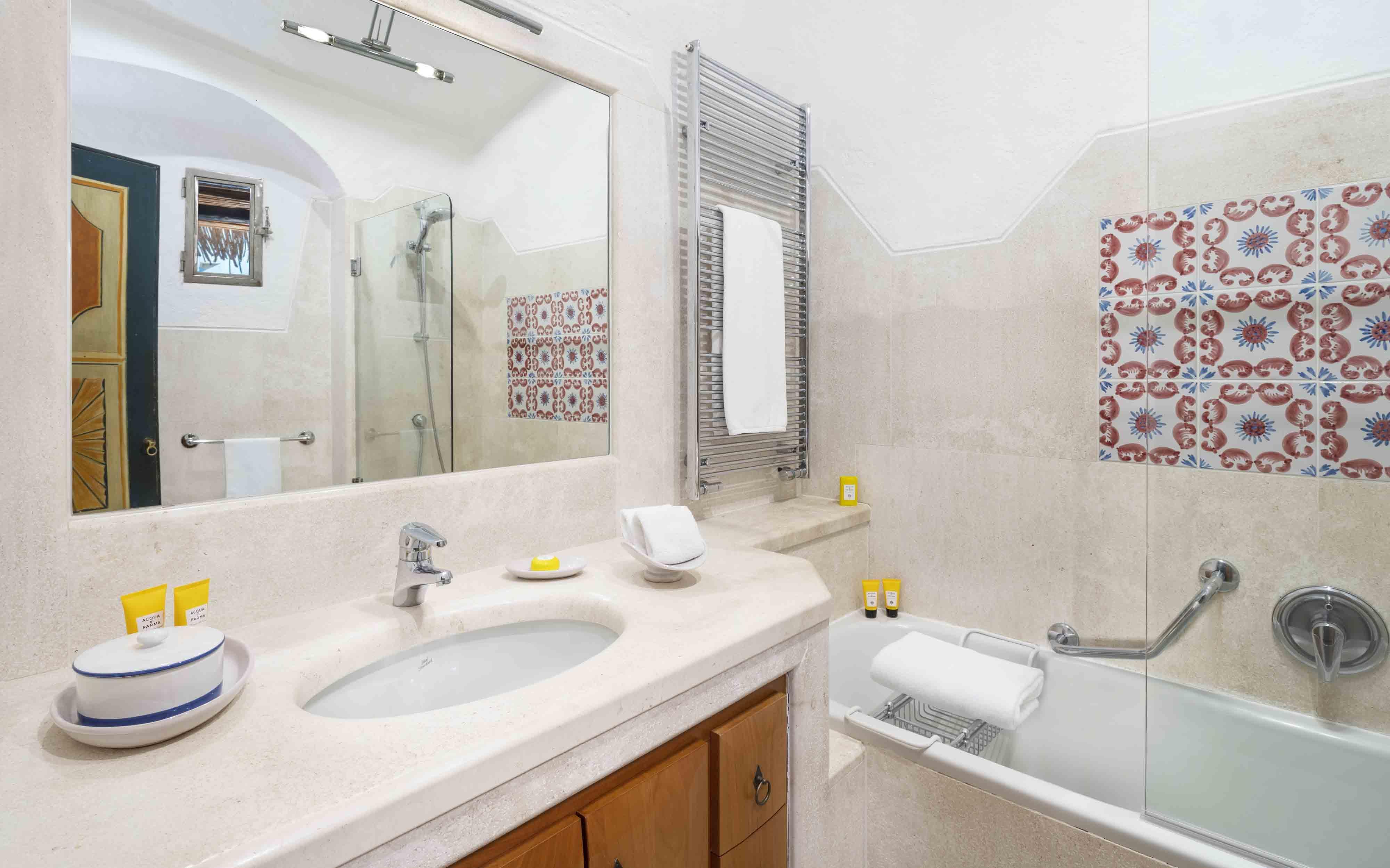 Hotel Cala Di Volpe  Heritage Premium Guest Bathroom