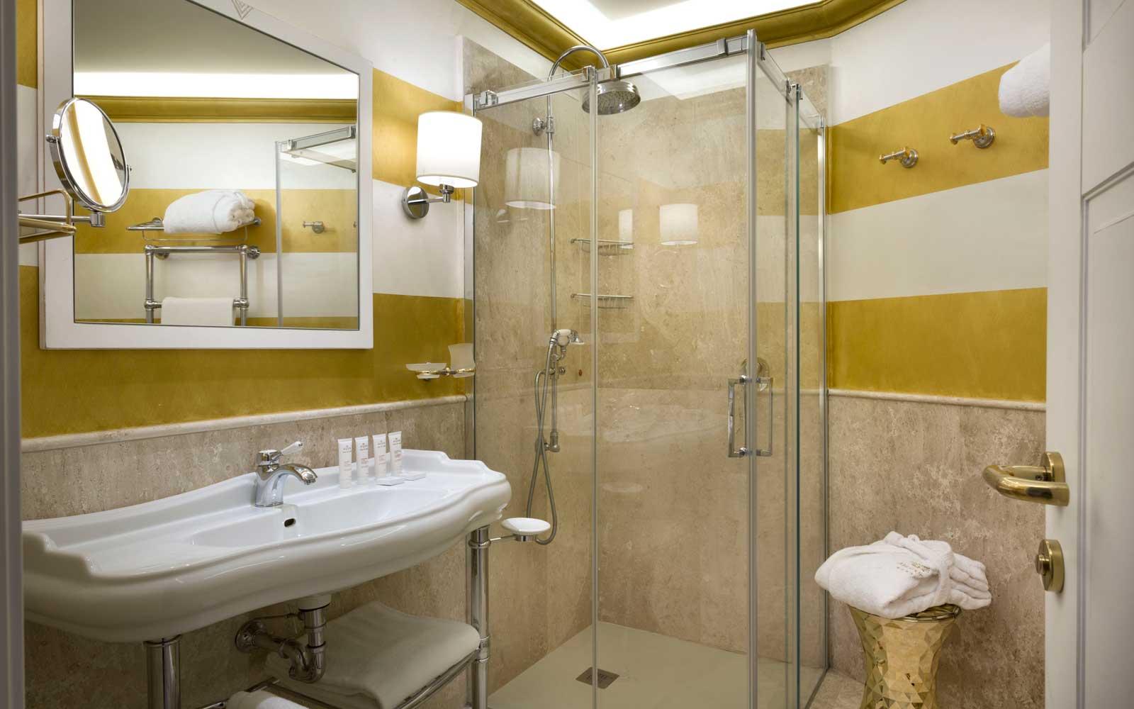 Deluxe Room Bathroom at Hotel Abi D'oru