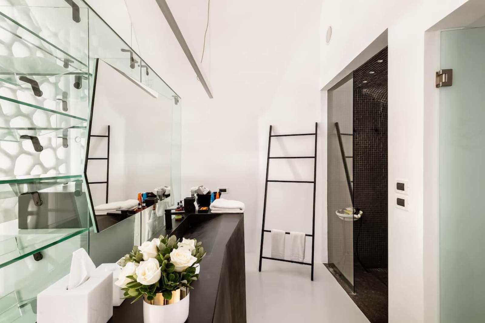 Grace Villa Bathroom, Grace Hotel