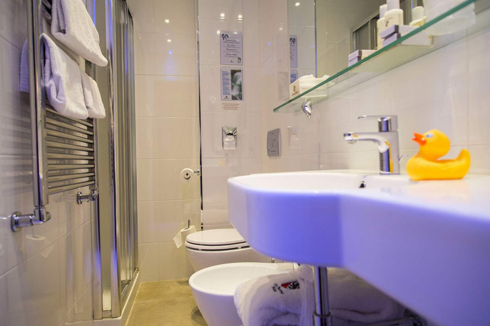 Bathroom at Hotel Berna