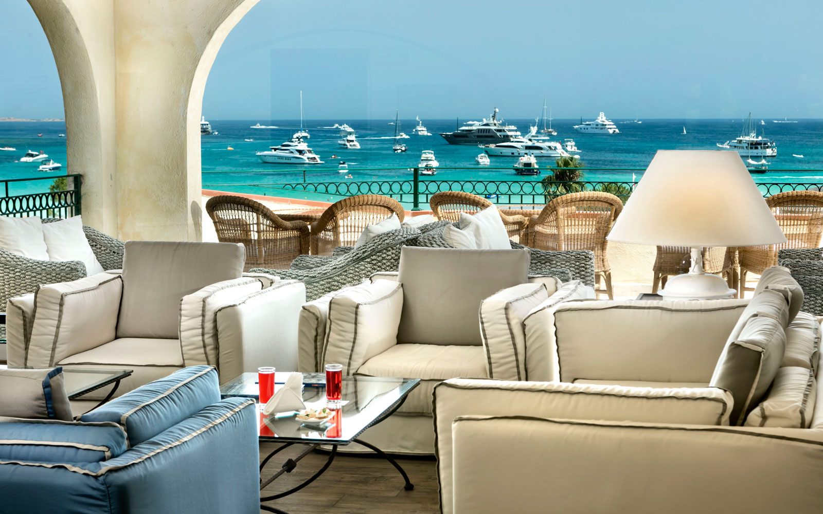Lobby Terrace at Hotel Abi D'Oru
