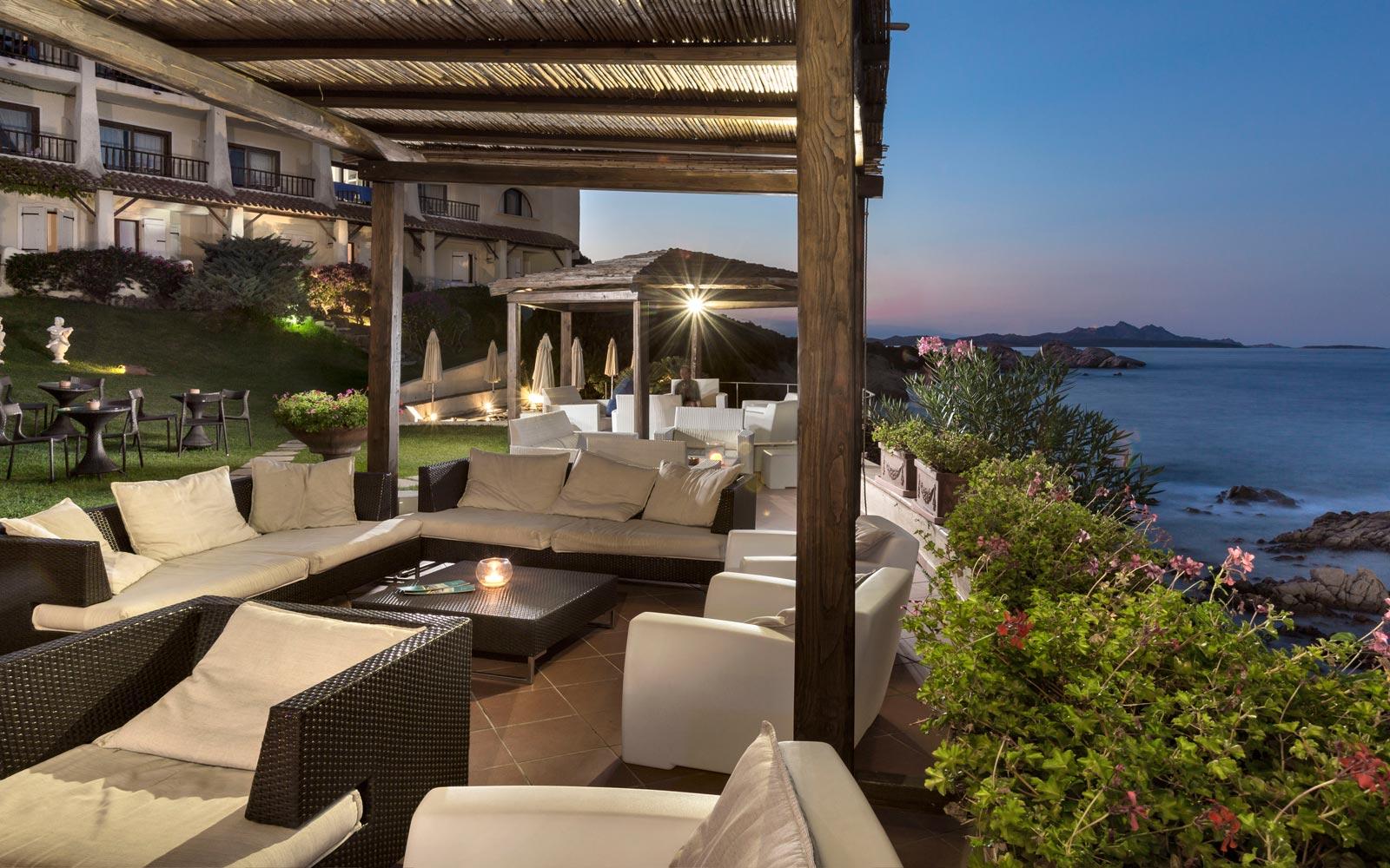 Chill Zone Bar - Club Hotel