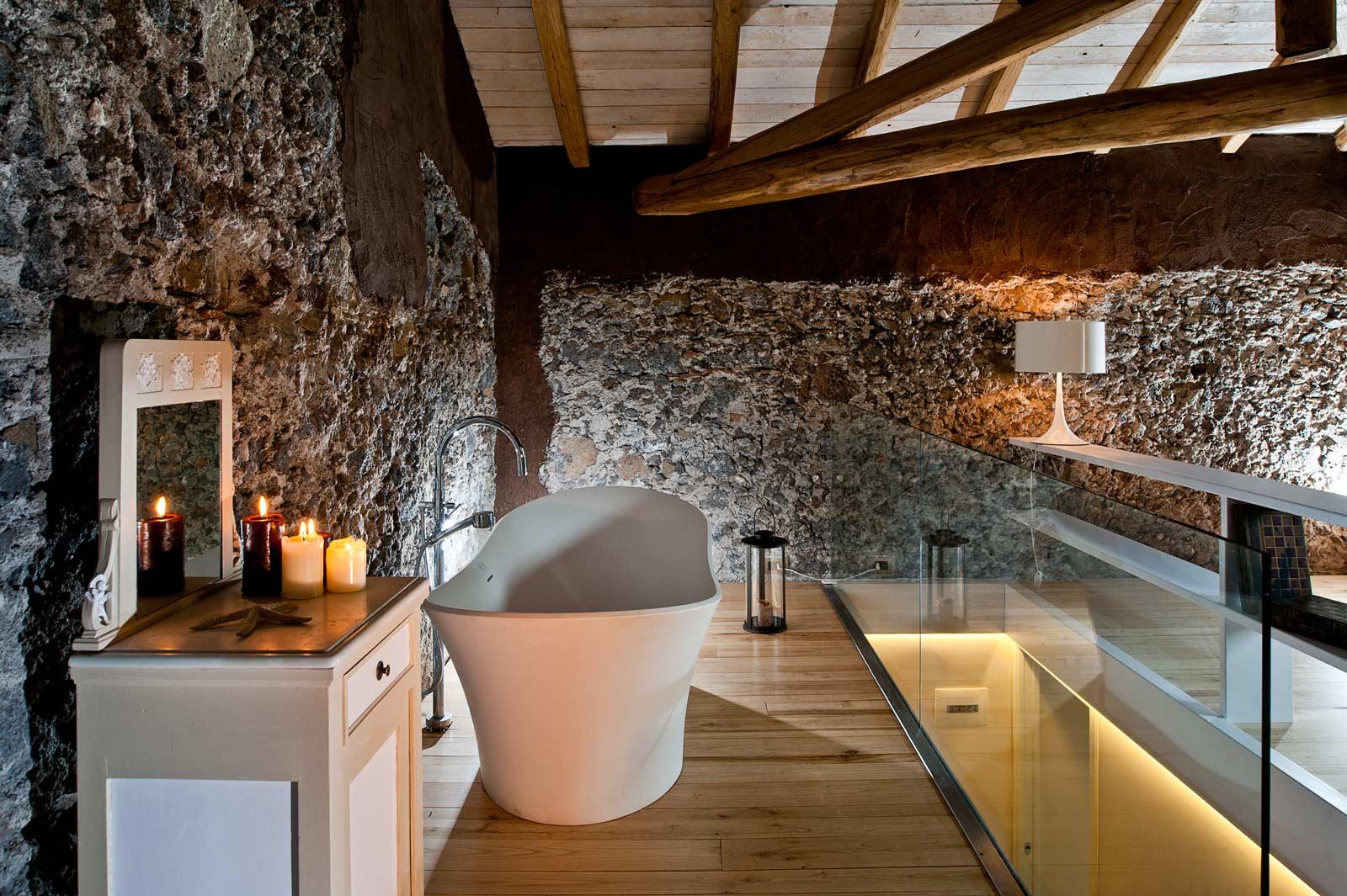 Monaci Delle Terre Nere Suite Bathroom